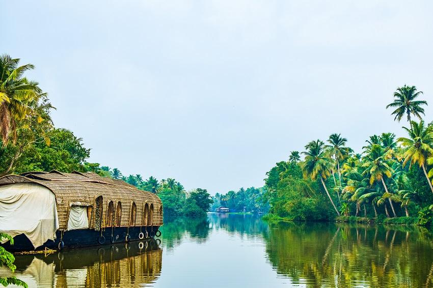 Book an Extraordinary Karnataka, Kerala, Tamil Nadu & Goa Tour Package by Train & Rediscover the Southern India